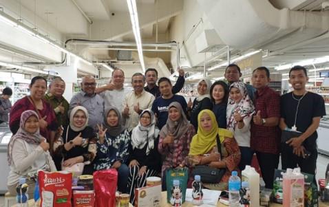 Komunitas Tangan Di Atas mengikuti Halal Expo di Singapore Sekaligus Penjajakan Pasar Global